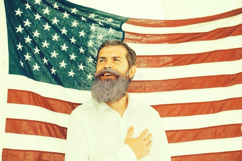 Uomo di festa dell'indipendenza con la bandiera fotografia stock libera da diritti