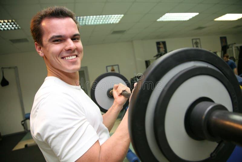 Uomo di ginnastica con il barbell 2 fotografia stock libera da diritti