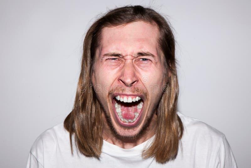 Uomo di grido arrabbiato Emozione di collera immagine stock libera da diritti