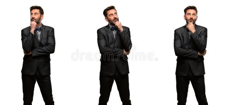 Uomo di medio evo che indossa un vestito fotografie stock
