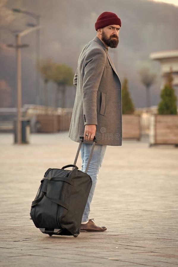 Uomo di modo con la barba Uomo barbuto Pantaloni a vita bassa caucasici brutali con i baffi Cura maschio del barbiere Pantaloni a fotografia stock