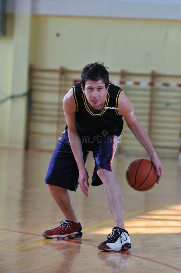 Uomo di pallacanestro fotografie stock libere da diritti