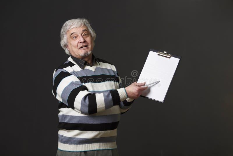 Uomo di professore dell'università o del colleage in studio immagini stock