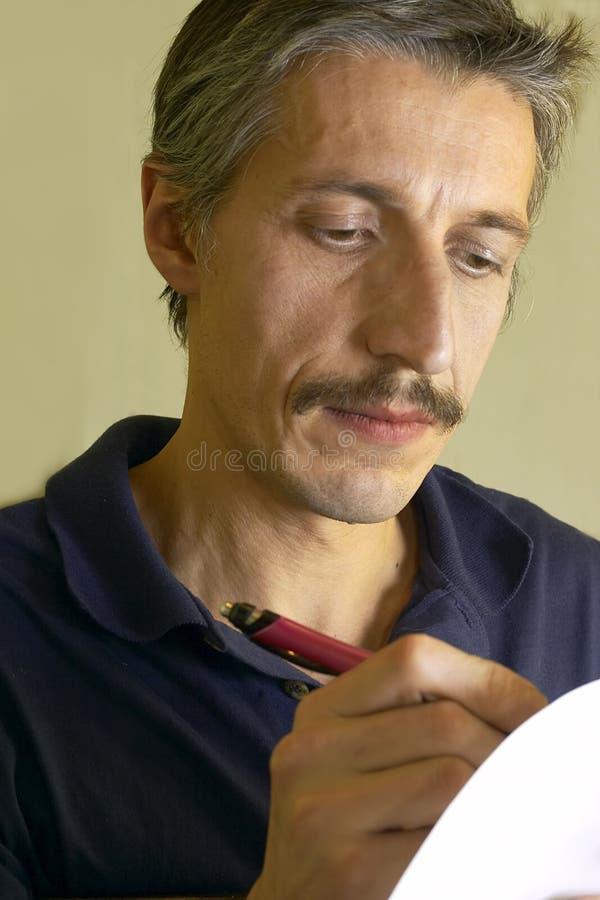 Uomo di scrittura immagini stock