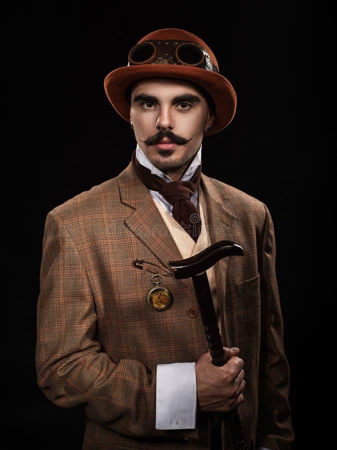 Uomo di Steampunk in un cappello e con una canna immagine stock