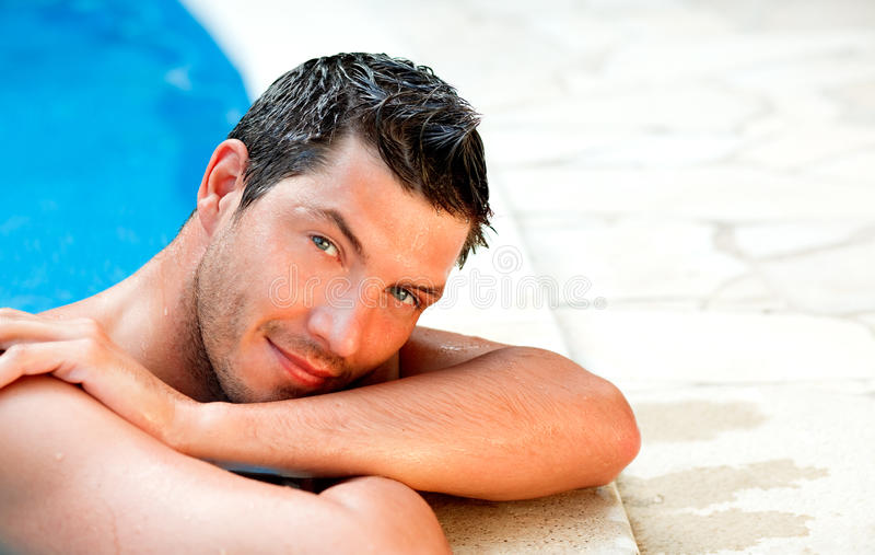 Uomo di vacanza immagini stock