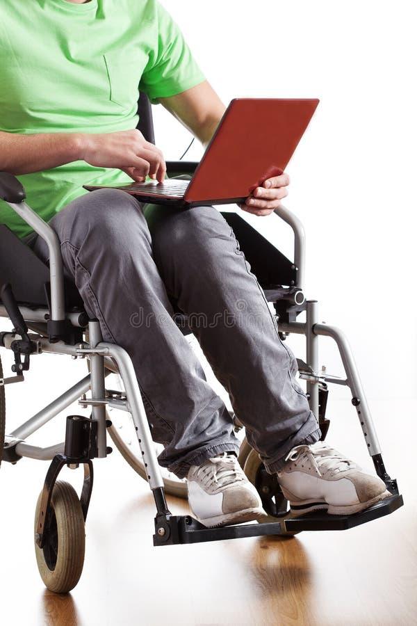 Uomo Disabile Che Lavora Al Computer Portatile Fotografia