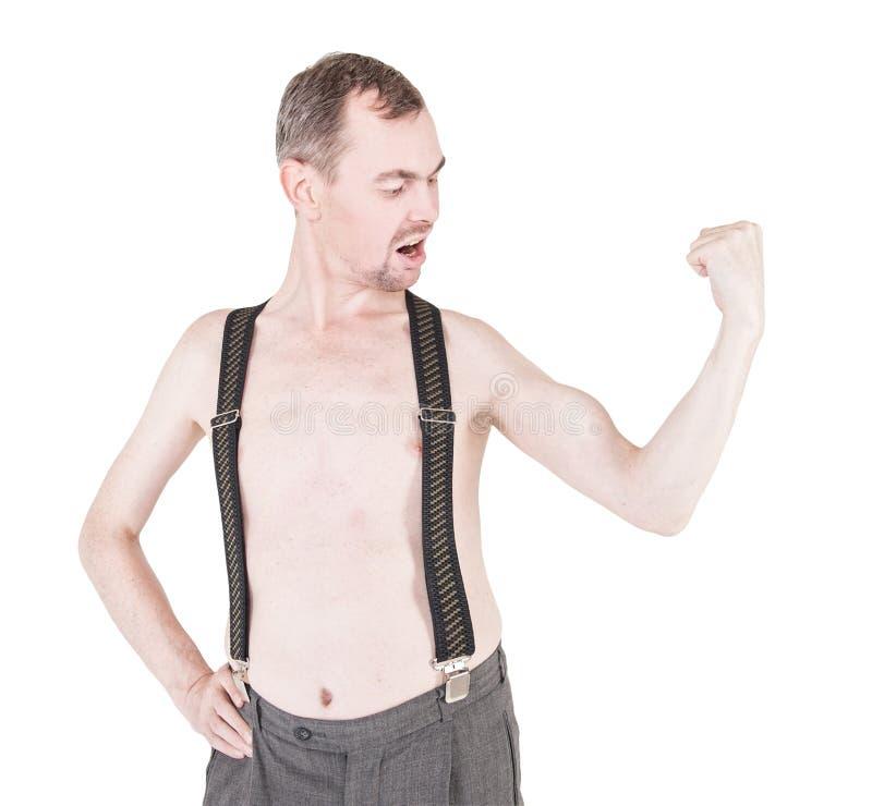 Uomo divertente del nerd che mostra i suoi muscoli isolati fotografie stock libere da diritti
