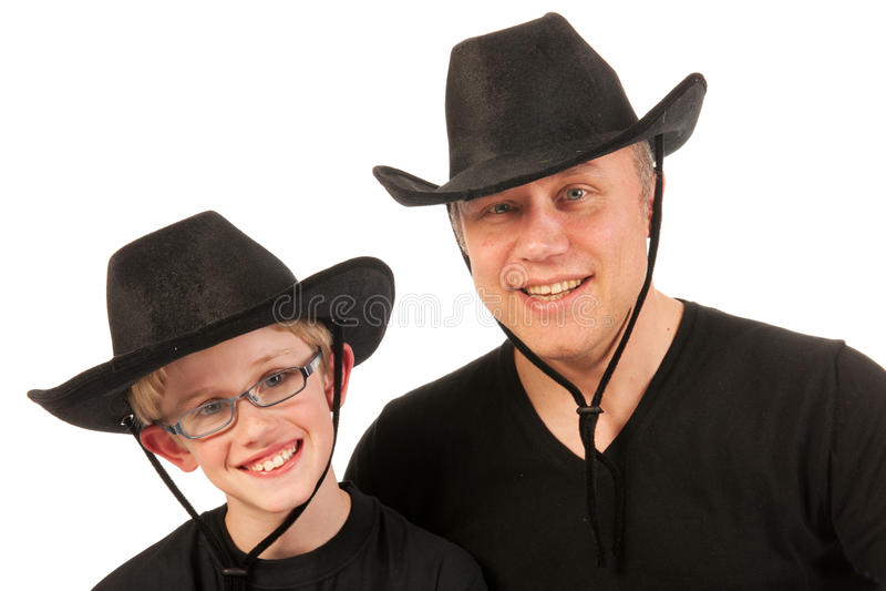 Uomo e bambino con i cappelli di cowboy immagini stock