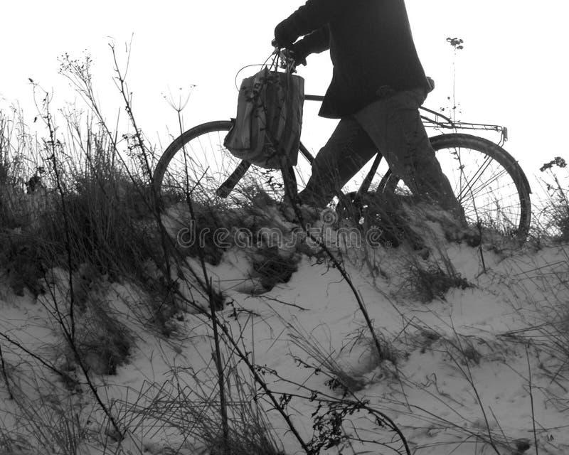 Download Uomo e bici immagine stock. Immagine di tempo, inverno - 210845