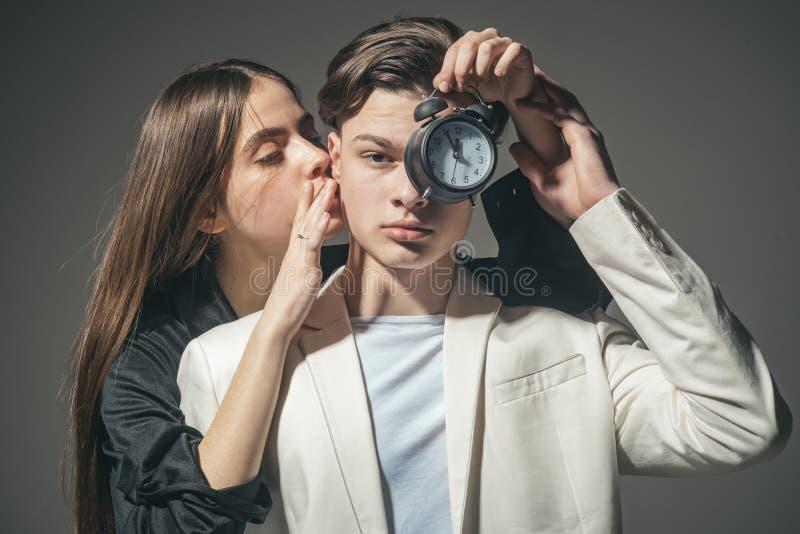 Uomo e donna Bellezza e modo Coppie di modo nell'amore Stile di capelli e skincare Relazioni di amicizia Legami di famiglia immagini stock libere da diritti