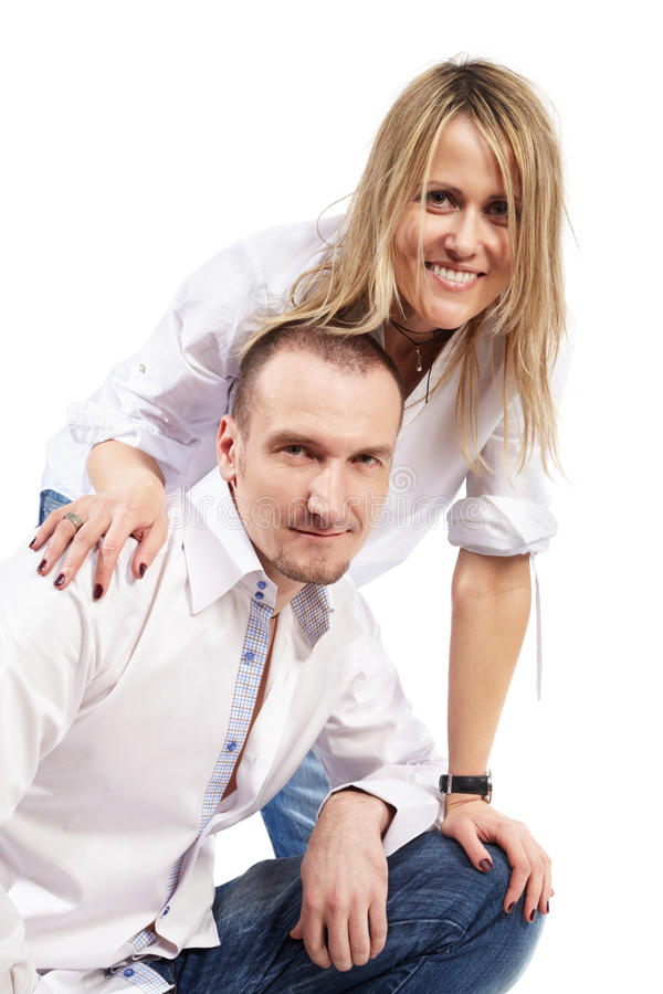 Uomo e donna in camice e blue jeans bianche fotografia stock libera da diritti
