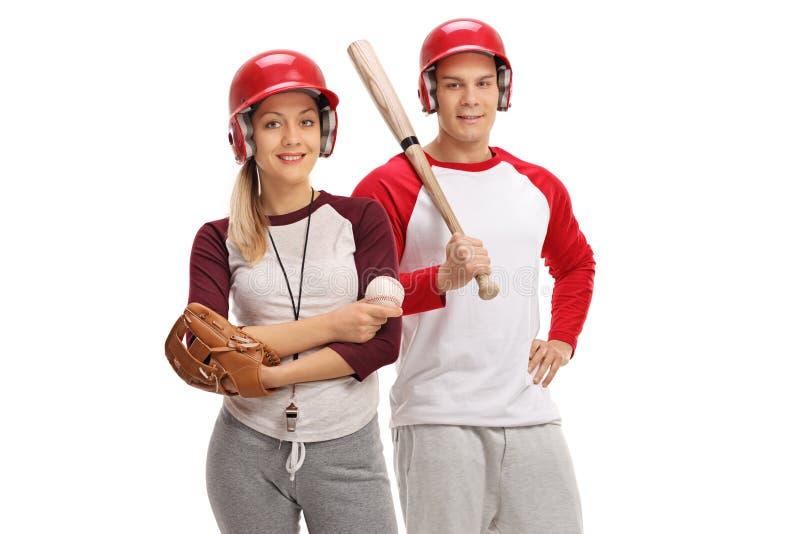 Uomo e donna con l'attrezzatura di baseball fotografia stock libera da diritti