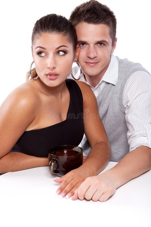 Uomo e donna con la tazza di tè fotografia stock