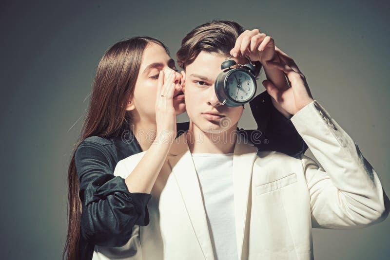 Uomo e donna Stile di capelli e skincare Bellezza e modo Coppie di modo nell'amore Relazioni di amicizia Legami di famiglia fotografia stock libera da diritti