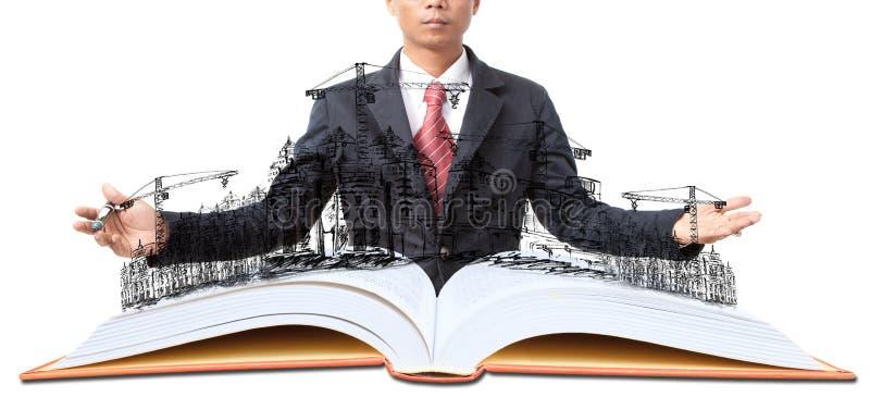 Uomo e libro aperto con la costruzione di edifici su bianco immagini stock