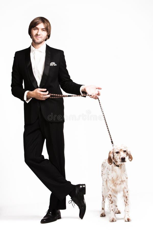 Uomo ed il suo cane fotografie stock libere da diritti