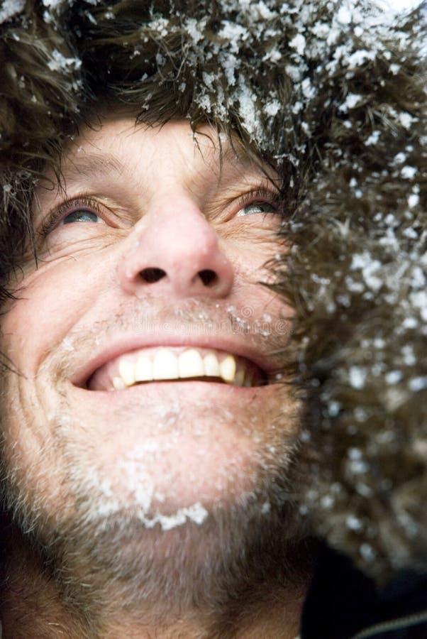 Uomo esterno sorridente felice fotografia stock libera da diritti