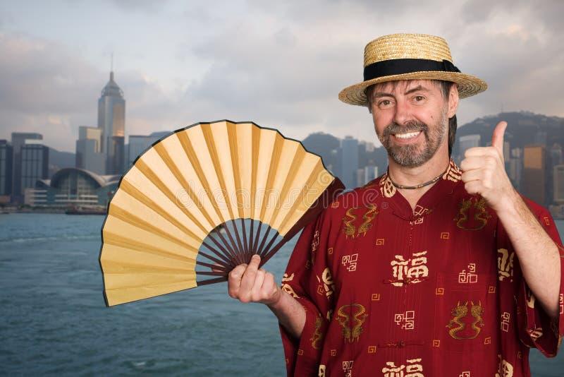 Uomo europeo in cinese il costume del cinese tradizionale in Hong Kong fotografia stock libera da diritti