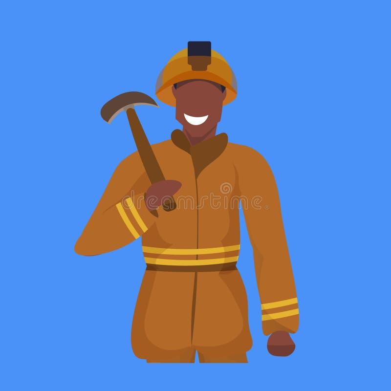 Uomo felice del minatore del piccone maschio della tenuta in ritratto professionale uniforme arancio del lavoratore di industria  illustrazione di stock