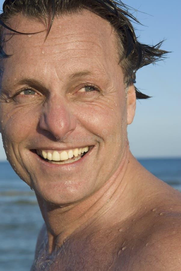 Uomo felice di gli anni quaranta fotografia stock libera da diritti