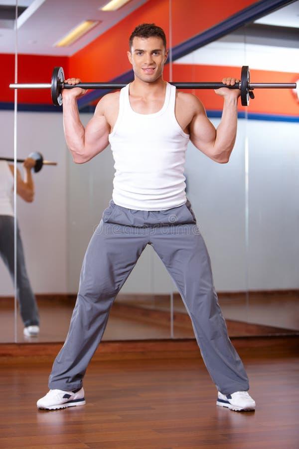 Uomo a ginnastica fotografia stock libera da diritti