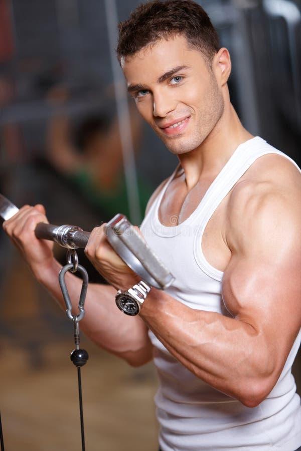Uomo a ginnastica fotografia stock