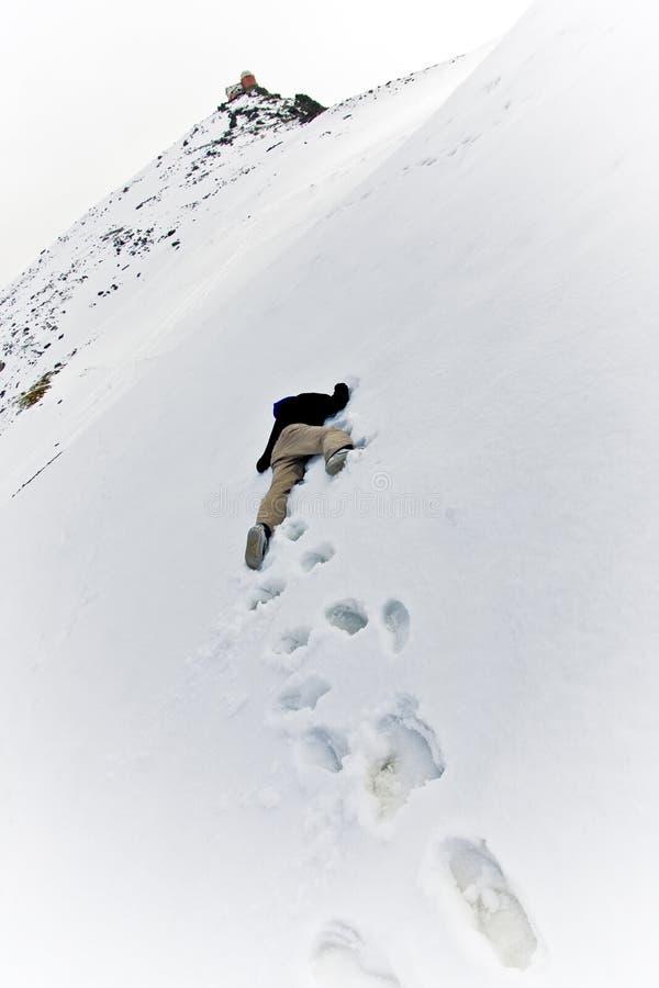 Uomo guasto alla neve fotografia stock