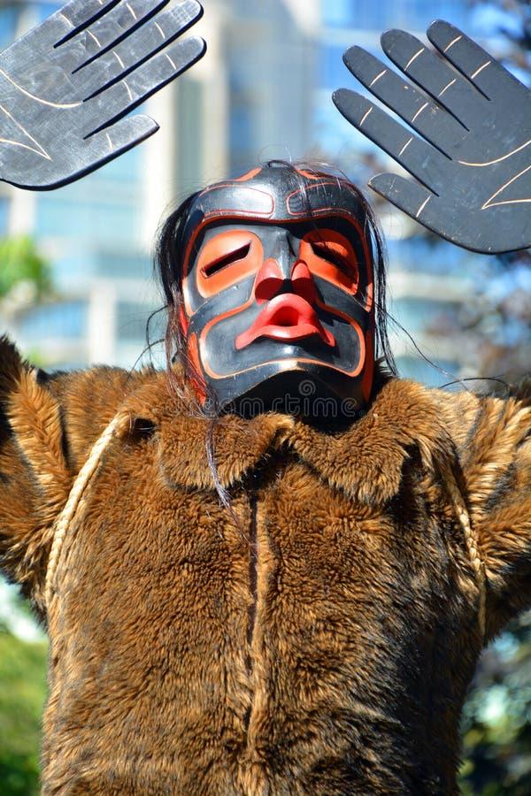 Download Uomo Indiano Indigeno In Costume Tradizionale Fotografia Stock Editoriale - Immagine di carnival, canadese: 56891203