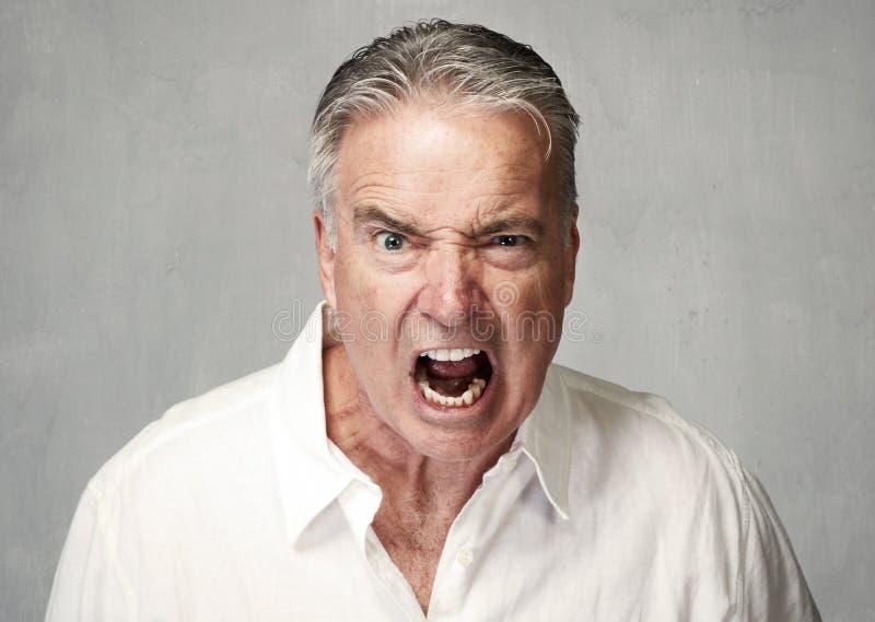 Uomo maggiore arrabbiato fotografia stock