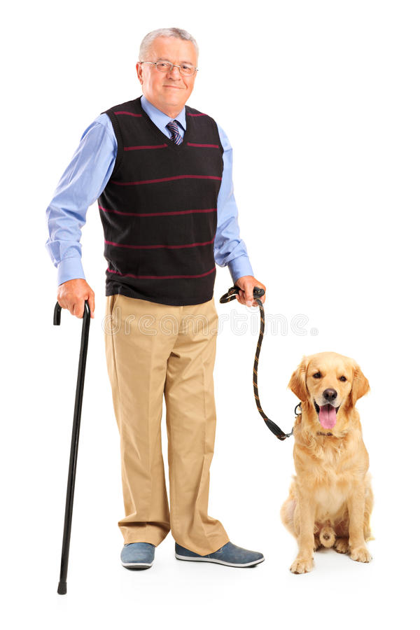 Uomo maggiore che tiene una canna e un cane immagini stock libere da diritti