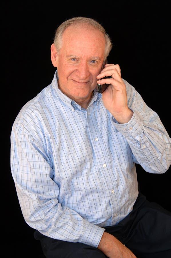 Uomo maggiore di affari sul telefono immagini stock libere da diritti