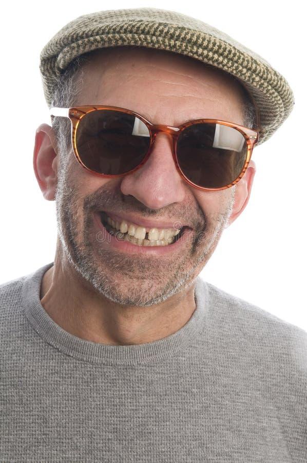 Uomo maggiore di Medio Evo felice con gli occhiali da sole fotografia stock libera da diritti