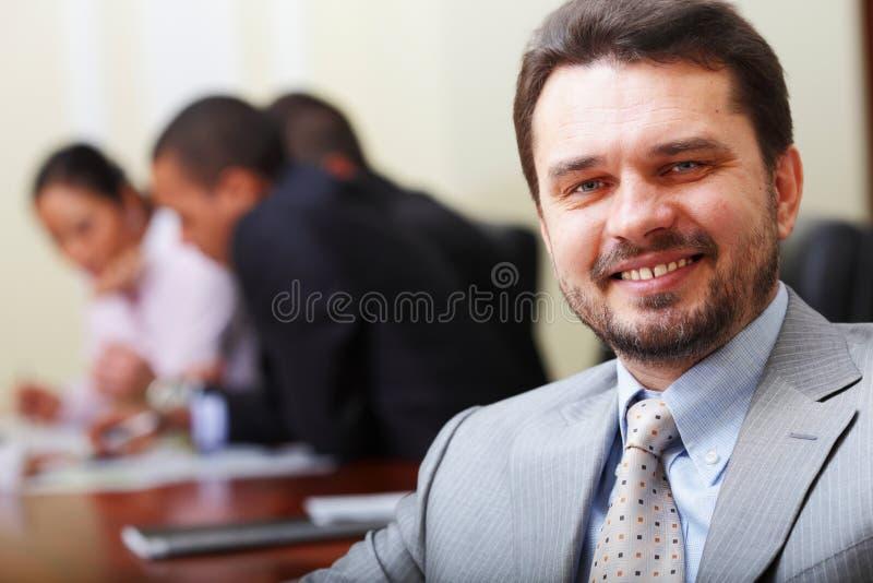 Uomo maggiore felice di affari fotografia stock