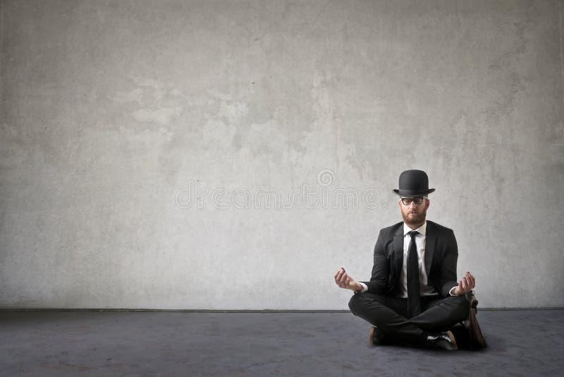 Uomo Meditating di affari immagine stock libera da diritti