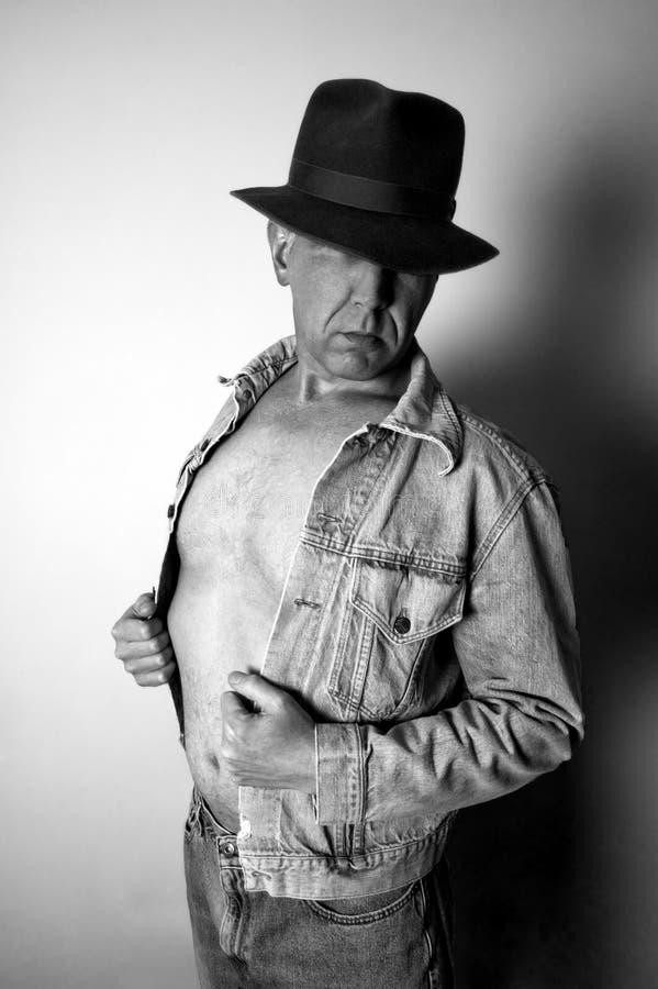 Uomo misterioso e lunatico fotografie stock libere da diritti