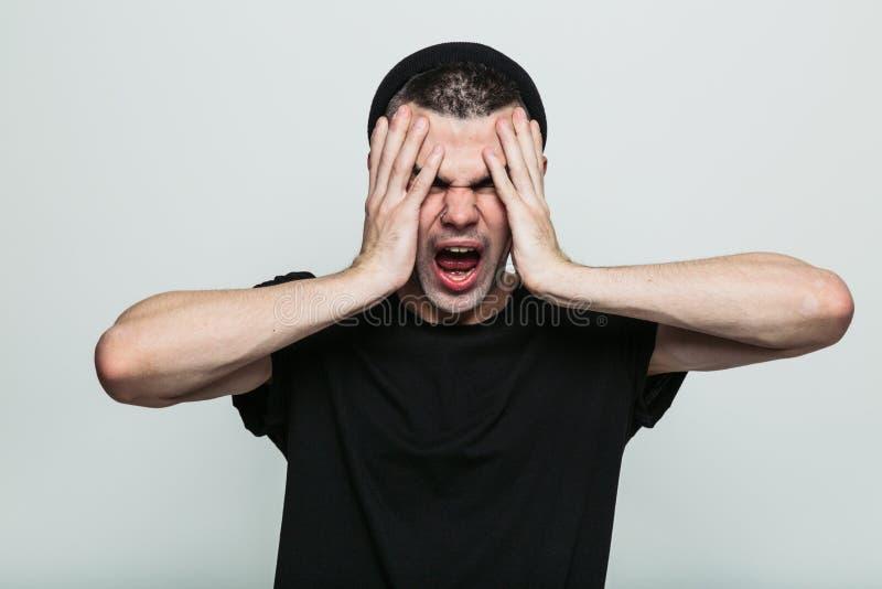 Uomo molto infastidito fotografie stock libere da diritti
