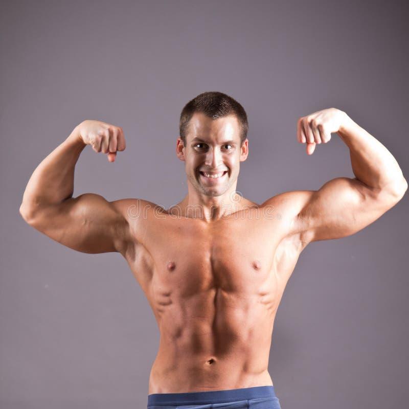 Uomo muscolare fotografie stock libere da diritti