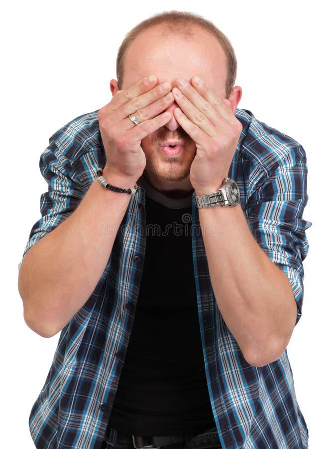 Uomo negli occhi della copertura di smentita fotografia stock