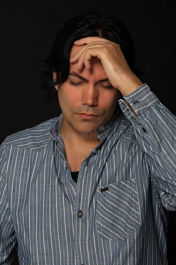 Uomo nell'espressione di dolore fotografia stock libera da diritti