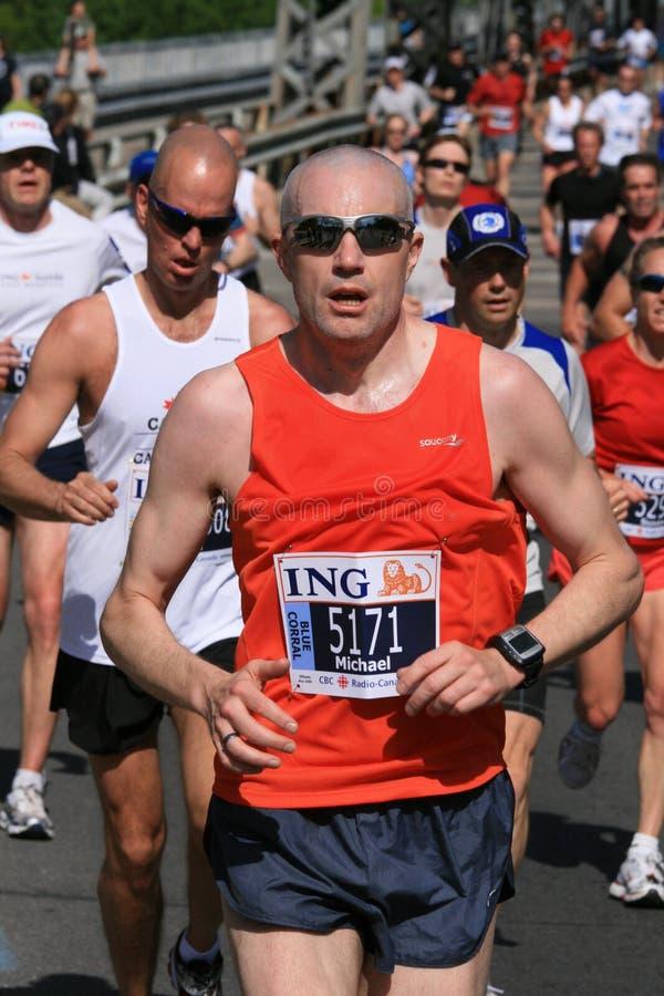 Uomo nella maratona di Ottawa immagini stock libere da diritti