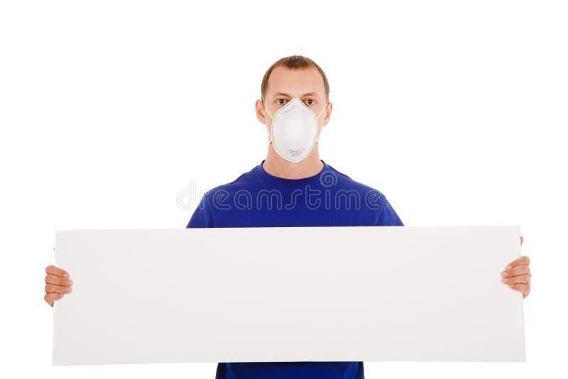Uomo nella maschera della fronte-guardia con il manifesto del blanc isolato fotografia stock libera da diritti