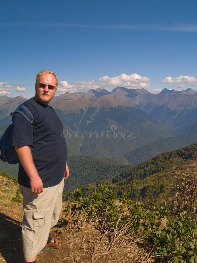 Uomo nelle montagne fotografia stock