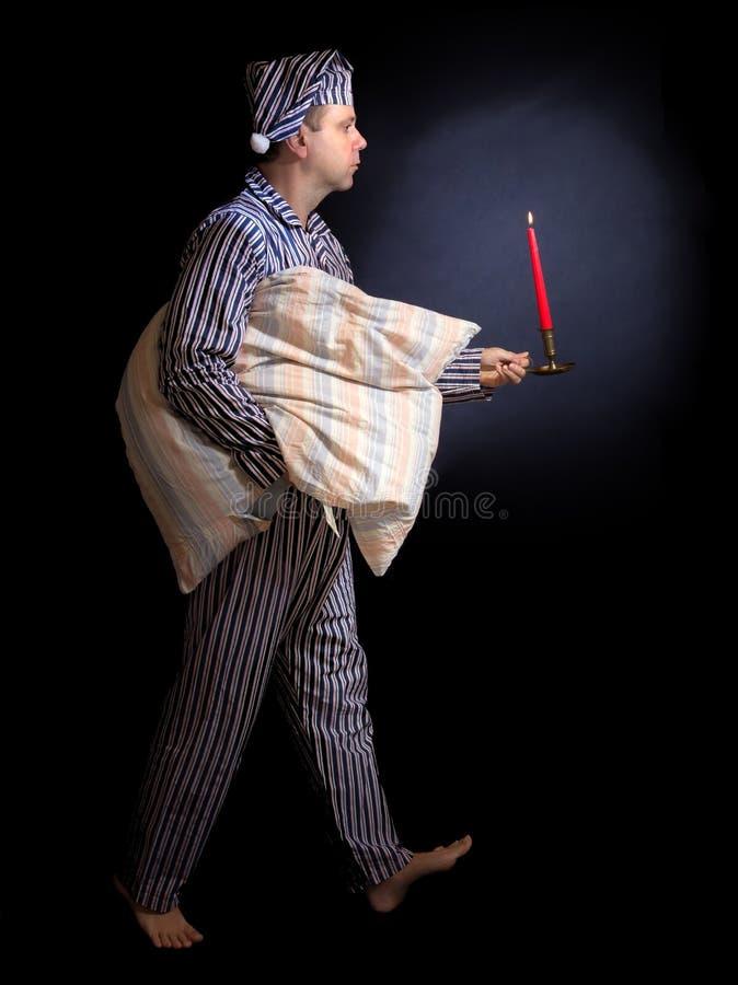 Uomo in pigiami fotografie stock