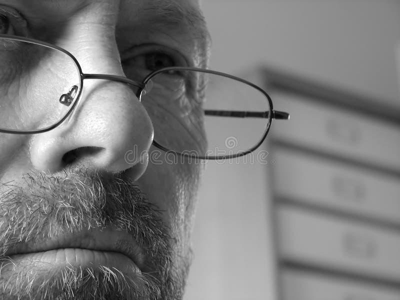 Uomo in profondità nel pensiero fotografia stock