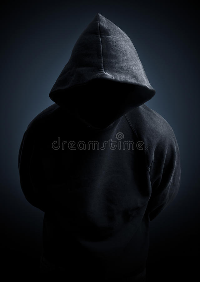 Uomo scuro del maglione del hoodie fotografie stock libere da diritti