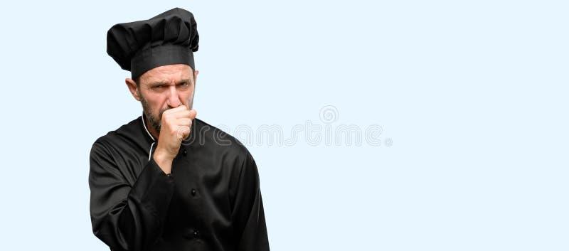 Uomo senior bello isolato sopra fondo blu immagine stock libera da diritti