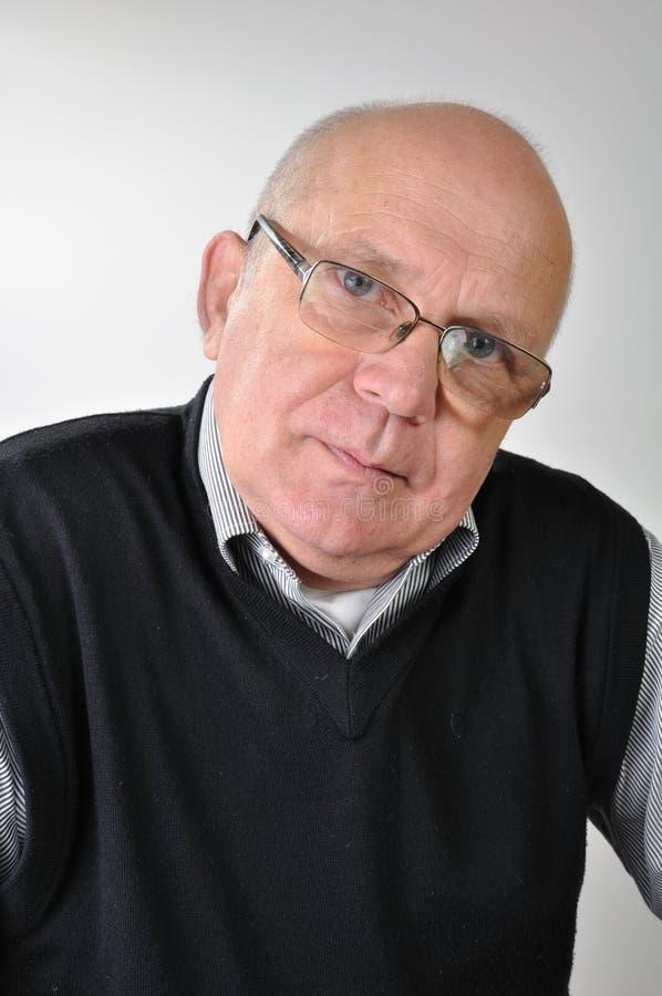 Uomo senior con i vetri immagine stock