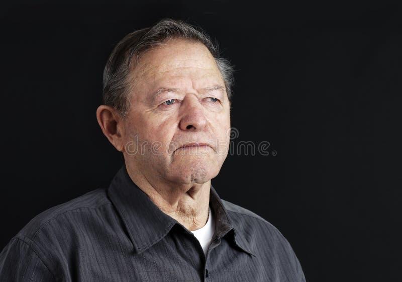 Uomo senior triste immagine stock