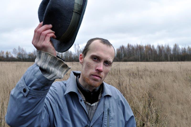 Uomo serio nel cappello fotografie stock libere da diritti